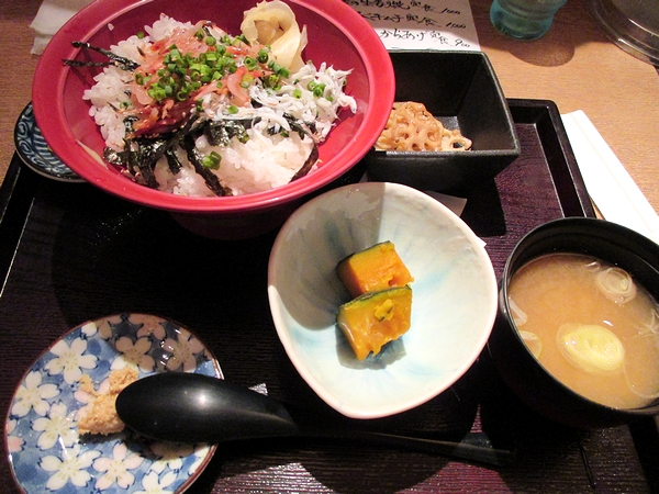 生さくらえびとしらす丼@魚菜(表参道ランチ)